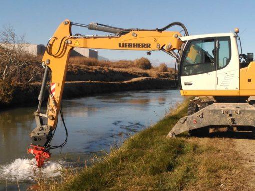 Machine de broyage pour le nettoyage des algues dans les canaux