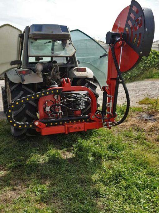 Maquinaria agrícola. Tractor con disco trasero
