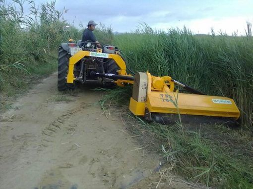 Trituradora TBL lateral con tractor frutero